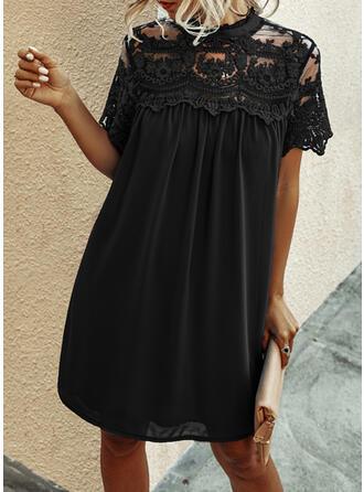 Dentelle/Couleur Unie Manches Courtes Droite Longueur Genou Petites Robes Noires/Élégante Tunique Robes