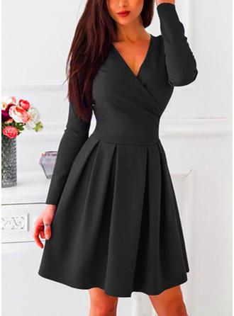 Couleur Unie Manches Longues Trapèze Longueur Genou Petites Robes Noires/Décontractée/Fête Patineuse Robes
